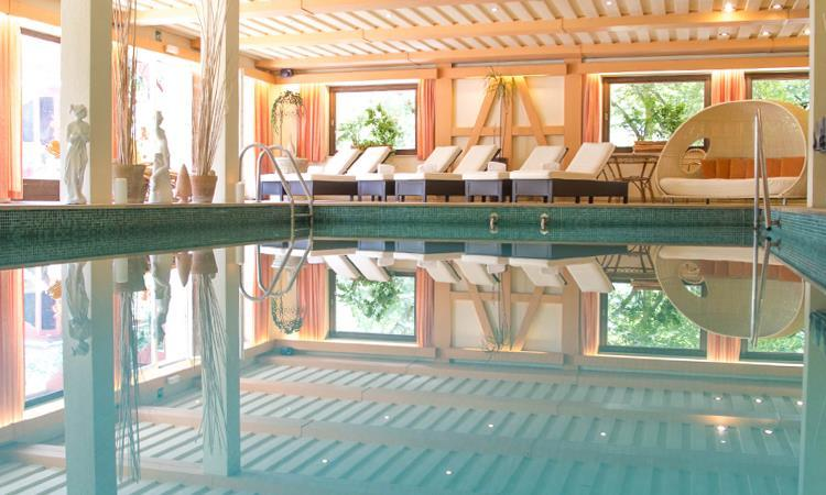 hotel-stafler-pool-750x450
